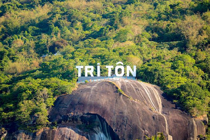 Nhiều khu du lịch độc đáo kết hợp giữa lịch sử - tâm linh, tạo nên điểm nhấn thú vị và khác biệt cho Tri Tôn.