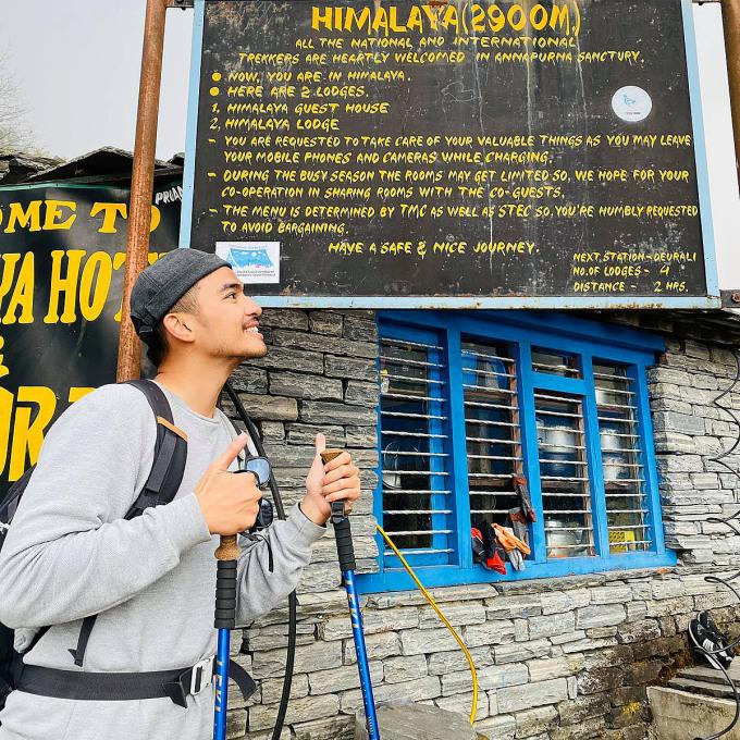 Blogger du lịch Lý Thành Cơ trải nghiệm đa dạng hoạt động du lịch, trong đó có các chuyến đi cần sức khỏe tốt như leo núi, đi bộ đường dài, lặn biển, chèo kayak... Ảnh: FBNV