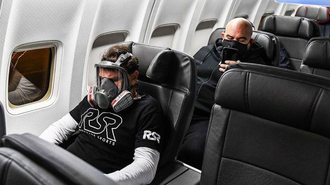 Vé máy bay sẽ đắt lên, khoảng cách chỗ ngồi trên máy bay thay đổi... là những điều được dự đoán có thể xảy ra. Ảnh: AP