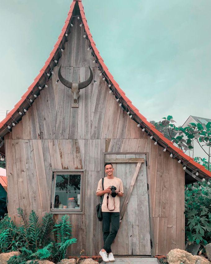 Một ngôi nhà gỗ dễ thương trong khu nghỉ ở Tam Đảo. Ảnh: Bùi Ngọc Công