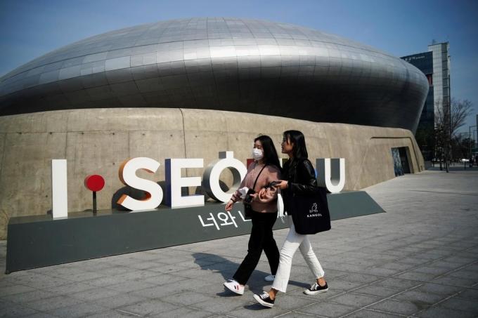 Theo dữ liệu từ KTO, tháng 6 năm nay, xứ sở kim chi chỉ đón 36.943 lượt khách nước ngoài, so với 1,48 triệu lượt năm 2019, giảm 97,5%. Ảnh: Reuters