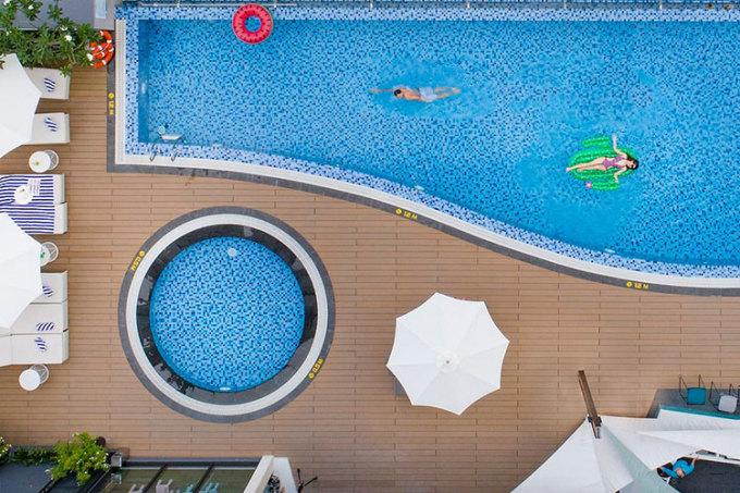 Hồ bơi tại khách sạn ibis Styles Nha Trang. Ảnh: ibis Styles