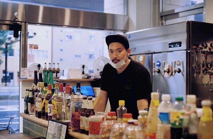 Chủ quán LalaChai mở nhà hàng vào tháng 2. Hiện giờ, quán chủ yếu bán đồ ăn mang về. Ảnh: Japantimes