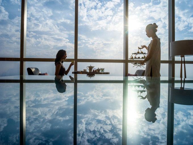 Không gian hồ bơi khách sạn Metropole Hanoi. Ảnh: Metropole Hanoi