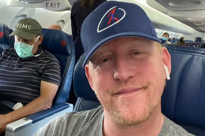 Bức ảnh Robert không đeo khẩu trang khi sử dụng dịch vụ của hãng Delta đã khiến anh gặp rắc rối. Ảnh: