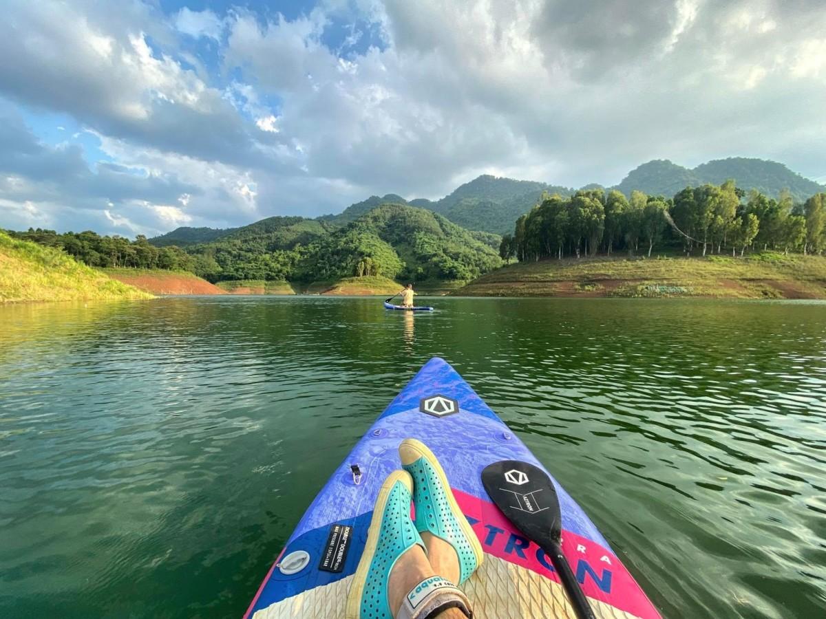 Du ngoạn trên hồ Hòa Bình