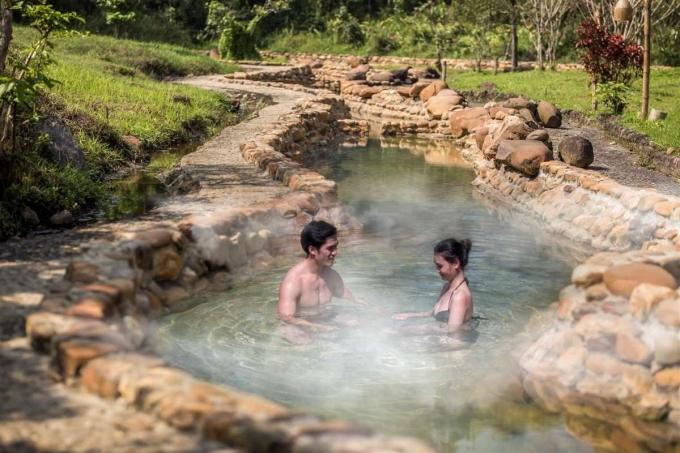 Các doanh nghiệp lưu trú và điểm tham quan tại Thừa Thiên Huế cũng giảm giá để kích cầu người dân địa phương đi du lịch. Ảnh: Hoàng Mai