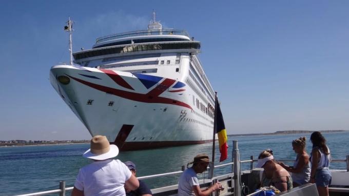 Phần lớn khách mua tour là những người yêu du lịch biển nhưng không có cơ hội đi trong năm nay vì dịch bệnh. Ảnh: Kate Dingley/CNN