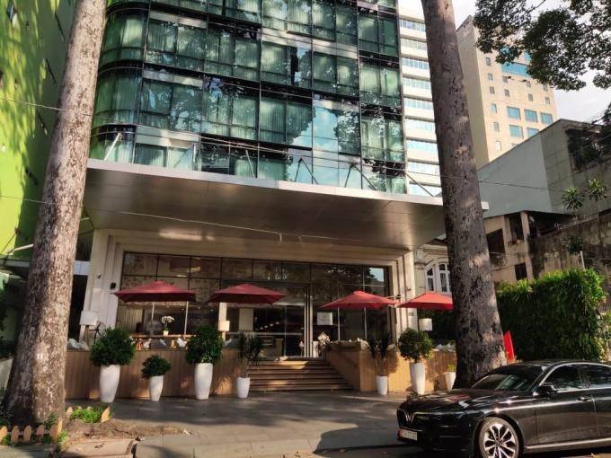 Khách sạn 4 sao Fusion suites Saigon (Sương Nguyệt Ánh, Q.1) đang rao bán, chuyển nhượng với giá 50 triệu đô la Mỹ. Ảnh: Nguyễn Nam