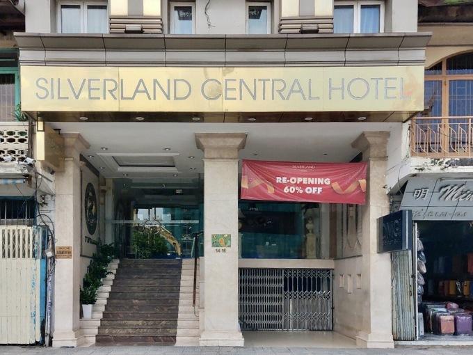 Không có khách lưu trú, nhiều chủ đầu tư khách sạn quyết định đóng cửa hoặc rao bán. Ảnh: Nguyễn Nam