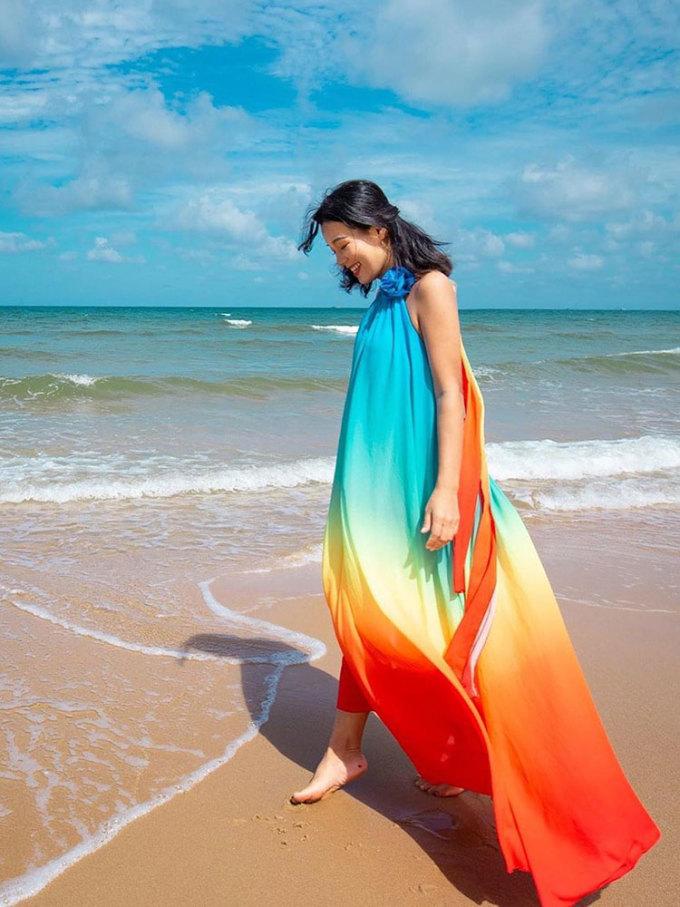 Thả bước bên bờ biển