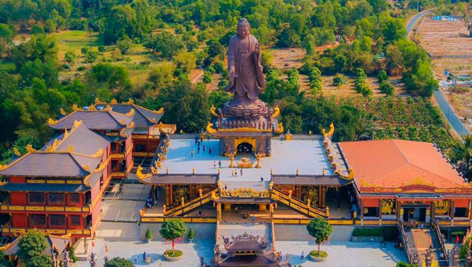 An Giang được xem là địa phương có thế mạnh về du lịch tâm linh với khá nhiều chùa, miếu nổi tiếng. Ảnh: Đức Hiệp