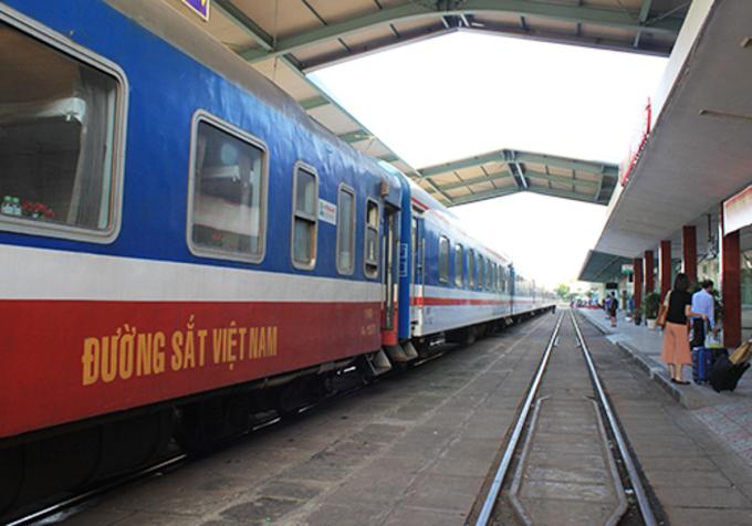 Công ty cổ phần vận tải đường sắt Hà Nội sẽ khai thác lại đôi tàu du lịch SP3/SP4 Hà Nội - Lào Cai vào ngày 18/9 tới, với giá vé 260.000 đồng/lượt. Ảnh: Đoàn Loan