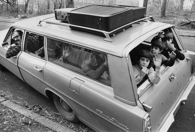 Gia đình Martin sống trên đảo Staten đang chuẩn bị đi nghỉ cùng nhau vào tháng 2/1972. Ảnh: Dennis Chalkin/New York Times