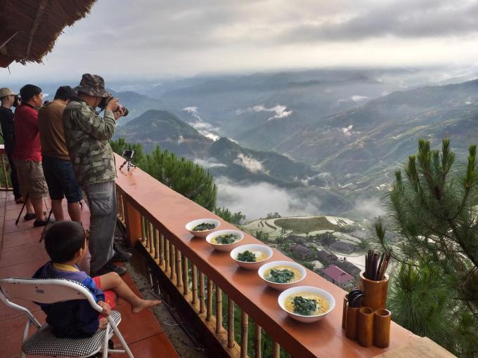 Nằm ở Bản Phùng, một trong những điểm ngắm lúa hấp dẫn nhất tại huyện Hoàng Su Phì, Chí Tài homestay có 3 cơ sở khá gần nhau. Trong đó Chí Tài 3 là một trong những homestay có tầm nhìn thẳng xuống thung lũng bậc thang đẹp nhất ở đây. Địa chỉ lưu trú này được nhiều nhiếp ảnh gia chọn nghỉ lại để tiện săn ảnh.