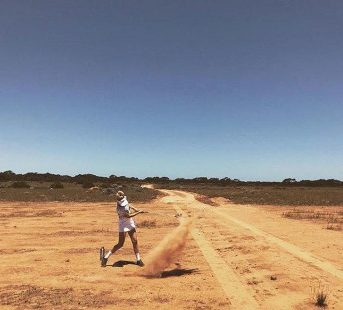 Ngoài việc ghé thăm sân golf, chuyến đi đường trường gần 1.400 km dọc theo bờ biển xứ sở chuột túi cũng mang đến cho du khách cơ hội trải nghiệm văn hóa, thăm thú các điểm tham quan thú vị khác. Ảnh: Instagram
