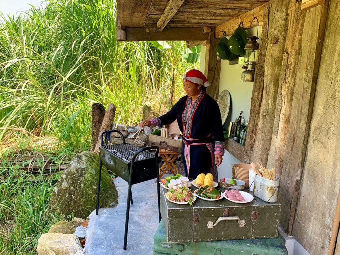 Tiệc nướng BBQ trong rừng tại Topas Ecolodge. Ảnh: Topas Ecolodge