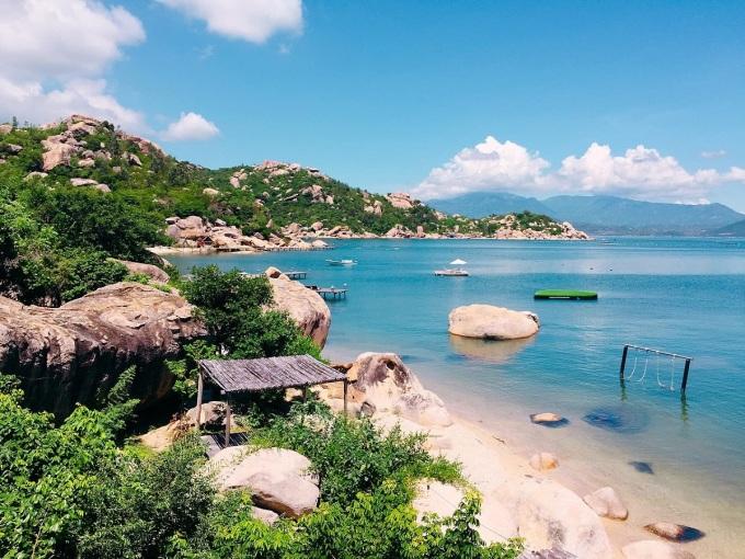 Vùng biển hoang sơ trên đảo Bình LậpẢnh: Trịnh Sơn