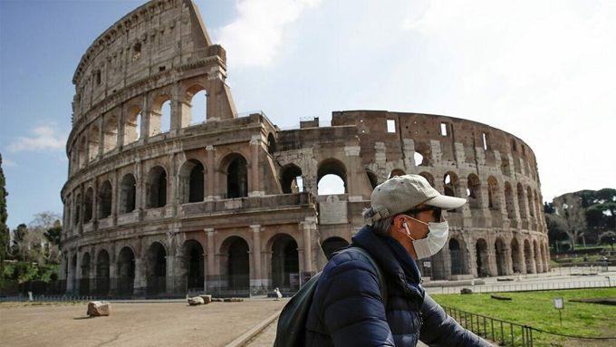 Đấu trường La mã trước đây có tên gọi là Flavian Amphitheater - nhà hát vòng tròn Flavian. Ảnh: AFP