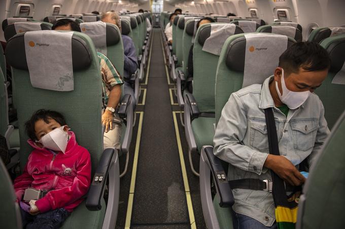 IATA tin rằng việc bạn bị sét đánh trên máy bay còn dễ hơn là nhiễm nCoV. Ảnh: NRP