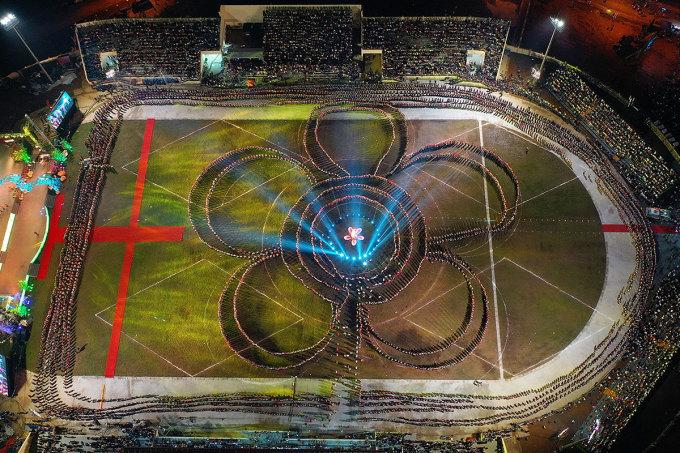 Màn đại xòe năm 2019 với sự tham gia của 5000 người. Ảnh: Giang Huy