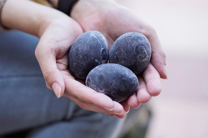 Những quả trứng trường sinh nổi tiếng kuro - tamago. Ảnh: Hoshino Resorts Magazine