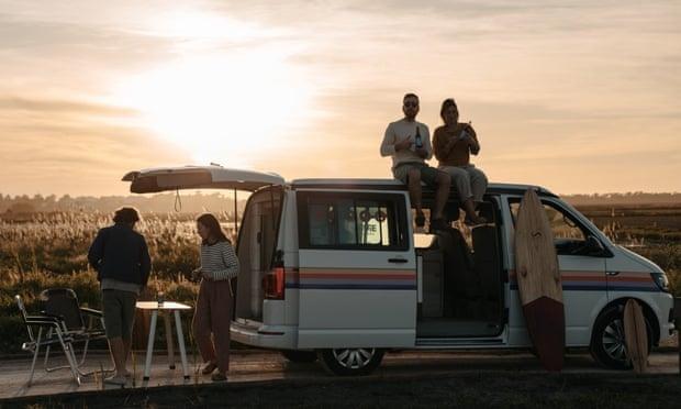 Những ngôi nhà di động trên xe tải lên ngôi thời Covid-19. Ảnh: Tiago Pinheira/Indie Campers