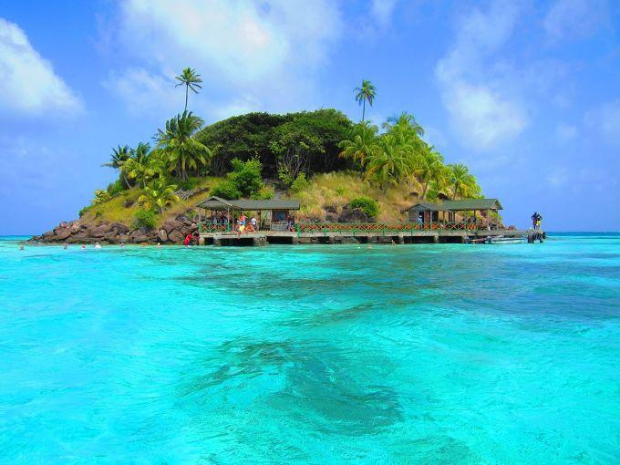 Phần lớn đảo Providencia còn hoang sơ, và không ít người tin rằng nó còn ẩn giấu nhiều kho báu. Ảnh: Viagens e Destinos