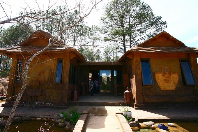 Ngôi nhà xây bằng đất đỏ ở Đà Lạt - 4