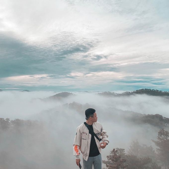 Road to Tran Hill: From Da Lat city you go in the direction of the Golden Valley Tourist Area, turn right to the gate of the tourist area, then go through the rose grass hill and straight to the hill ahead.  You can drive straight up the hill, there is no entrance fee.  Photo: minhnhat_pb