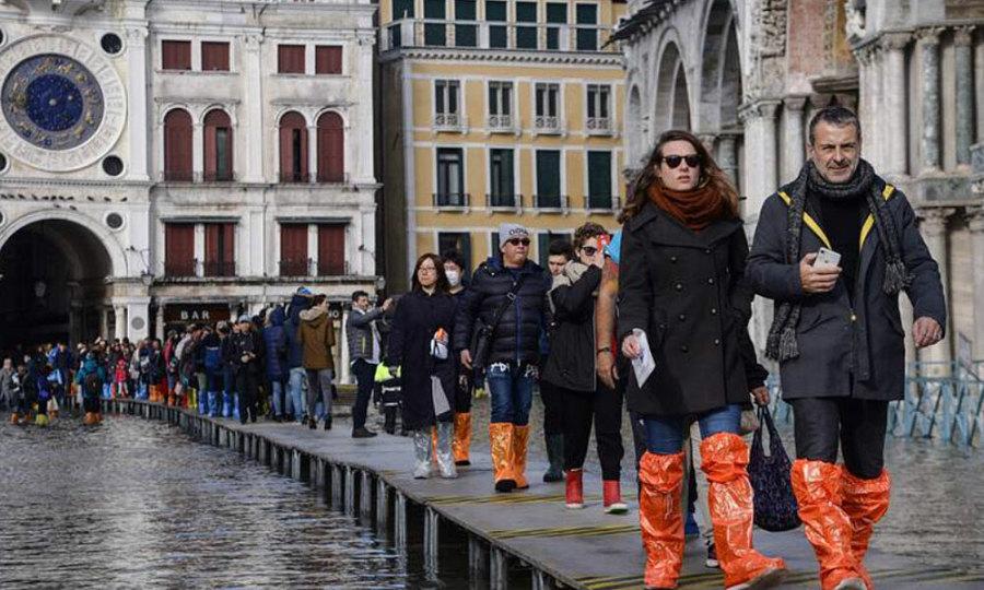 Lụt ở Venice: khách chụp ảnh còn dân khóc