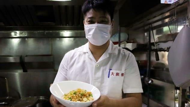 Kwok làm đầu bếp ở Chairman từ 2009. Đây là nhà hàng Trung Quốc có thứ hạng cao nhất trong danh sách 50 nhà hàng tốt nhất thế giới 2019 (không có danh sách năm 2020 vì đại dịch) và được vinh danh ở vị trí số hai tại châu Á năm 2020. Ảnh: Maggie Hiufu Wong/CNN