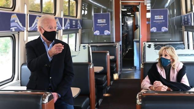 Joe Biden thích đi lại bằng tàu hỏa. Đây cũng là phương tiện ông đi lại hàng ngày từ Delaware đén Washington khi còn là thượng nghị sĩ. Ảnh: Roberto Schmidt/AFP