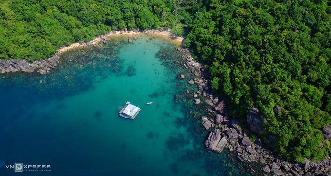 hòn Thơm được nhắc đến là địa điểm đẹp nhất với nhiều hoạt động thể thao như lặn biển, du thuyền