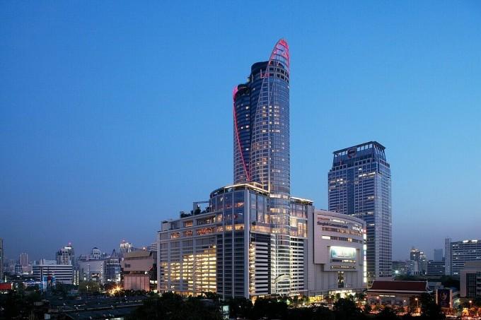 Song, thương hiệu chủ lực của đơn vị này là Centara Grand, ra đời từ thập niên 80 của thế kỷ trước, khi ông lớn mảng bán lẻ đầu tư vận hành khu phức hợp mua sắm - hội nghị và khách sạn Centralworld rộng 7,5 ha tại quận Chatuchak (thủ đô Bangkok, Thái Lan). Điểm chung của các khách sạn thuộc chuỗi Centara Grand là đạt tiêu chuẩn 5 sao quốc tế, tọa lạc tại những cung đường ven biển đắc địa hoặc trung tâm của các đô thị.