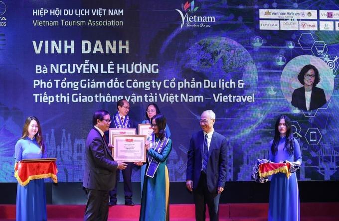 Các giải thưởng có nghĩa quan trọng đối với tập thể lãnh đạo và CB-NV hướng tới kỷ niệm 25 năm thành lập Vietravel (1995 - 2020).