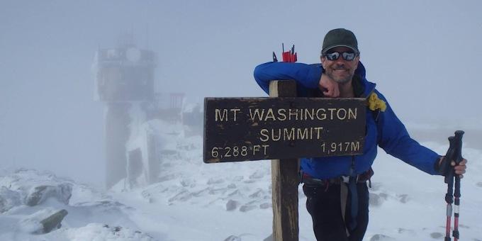 Bất chấp thời tiết khắc nghiệt, đỉnh núi và đài quan sát là những điểm du lịch hút khách trước đại dịch. Ngọn núi là nơi những yêu thích của những người đi bộ đường dài. Bức ảnh trên được một du khách chụp hồi tháng 6/2019. Ảnh: Redline guiding