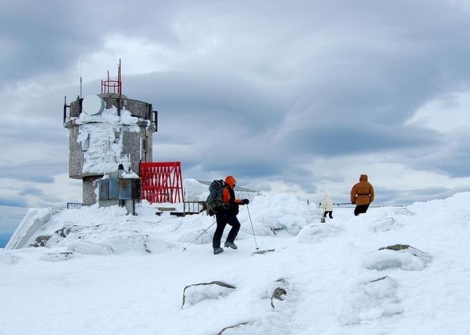 Nhiều người đã đổ xô tới đây để đi trên đường mòn Appalachian, băng qua đỉnh núi. Gió lớn cũng giúp nơi này trở thành điểm lý tưởng để du khách bay tàu lượn. Ảnh: Amusing Planet