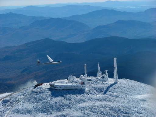 Gió lớn cũng giúp nơi này trở thành điểm lý tưởng để du khách bay tàu lượn. Ảnh: Mount Washington Soaring Association