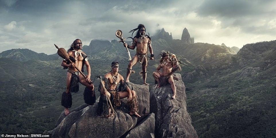 Bộ lạc sống tách biệt nhất thế giới