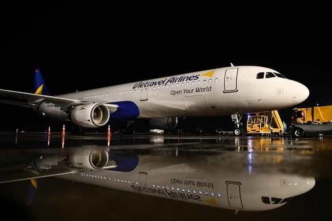 Sáng sớm ngày 5/12, chiếc máy bay Airbus A321CEO của Vietravel Airlines đã về đến Tân Sơn Nhất, đánh dấu bước tiến mới trên chặng đường hoàn thiện hệ sinh thái du lịch - hàng không của Vietravel. Ảnh: VTA