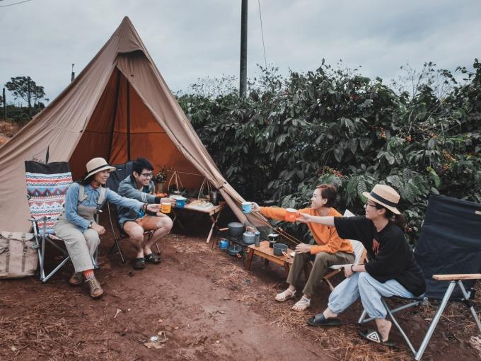 Chỉ nên đi cắm trại theo nhóm dưới 10 người. Ảnh: Cathy Chan