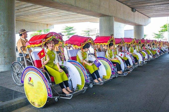 40 chiếc xích lô được trang trí quảng bá lễ hội chào đón năm mới tại Đà Nẵng. Ảnh: TTXTDL Đà Nẵng