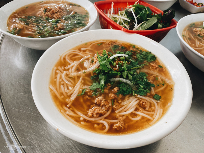 A bowl of rich rieu vermicelli is priced from VND 25,000 - 35,000.