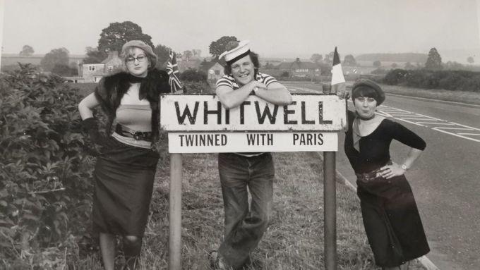 Người dân Whitwell vui mừng khi trở thành làng sinh đôi với Paris. Ảnh: BBC