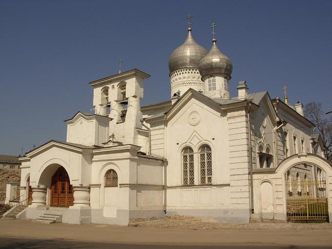 Nhà thờ Varlaam Khutynsky ở Pskov được xây dựng trong một ngày giữa dịch bệnh năm 1466. Công trình được thay thế bằng một tòa nhà bằng đá (như hình) vào năm 1495, tồn tại đến ngày nay. Ảnh: Gavrilov S.A.