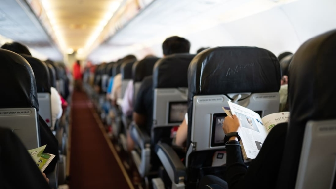 Thái Lan cấm phục vụ ăn uống và tạp chí trên máy bay
