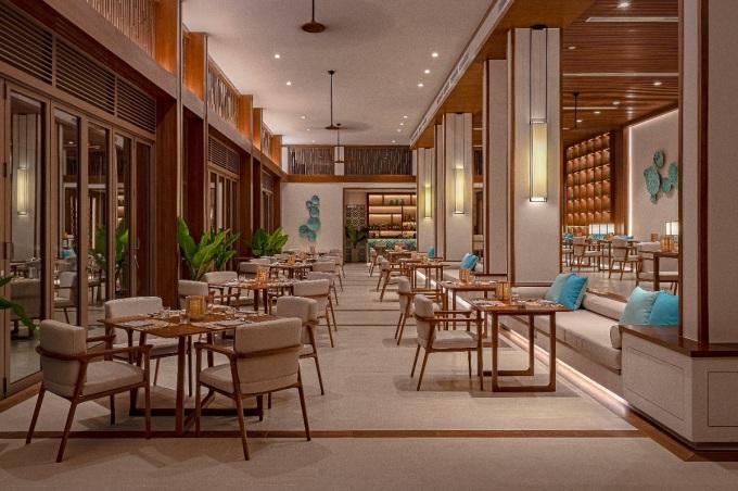 Một ngày thư thái tại Maia khép lại bằng buổi tối tận hưởng những món ngon đậm vị tại nhà hàng Vị. Tất cả món ăn đều được bếp trưởng Komang người Bali lựa chọn nguyên liệu tươi ngon nhất từ những tàu cá cập bến mỗi sớm tinh mơ, cùng cách chế biến vừa miệng.