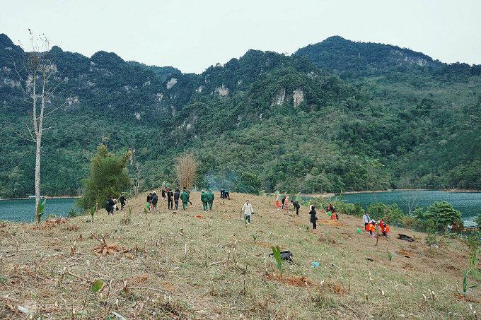 Vacant land at Khuoi Nhi - Na Phuong waterfall area.  Photo: Ngan Duong