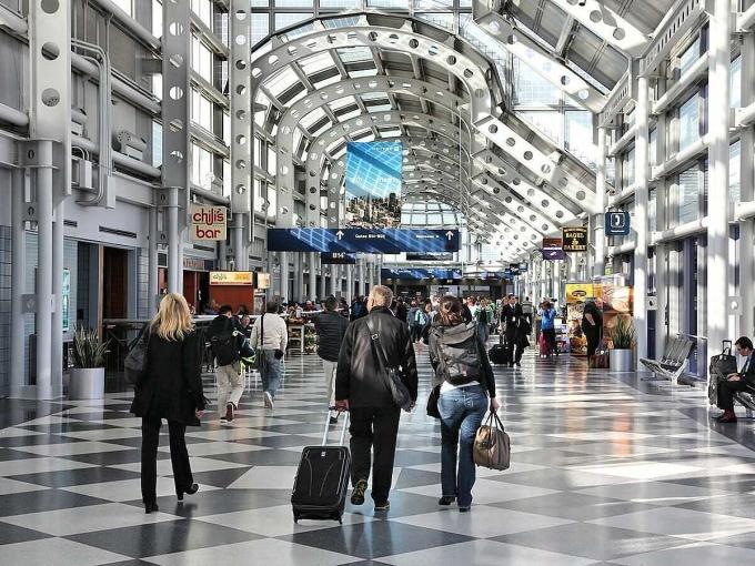Nhiều người cảm thấy bất ngờ vì một hành khách có thể sống trong khu vực an ninh sân bay trong 3 tháng mới bị phát hiện. Ảnh: Insider